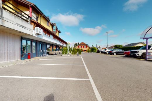 Parking extérieur (20 / 25 places font partie de l'immeuble)