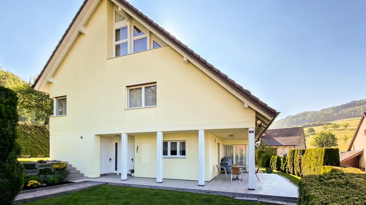 Grosszügiges Einfamilienhaus an sonniger Lage
